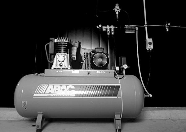 tf64comair-compressor-bw