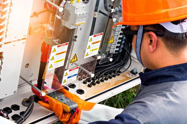 carrera-dual-electricista-industrial-senati-1800x1190