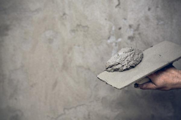 yesero-renovando-paredes-interiores_1150-9953